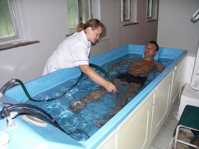 бальнеотерапия, принятие ванны