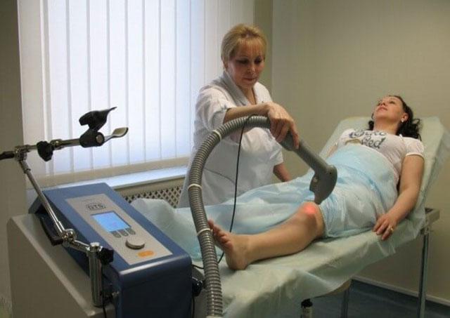лазеротерапия колена
