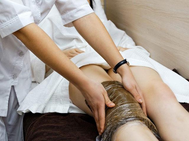 аппликации с озокеритом в области коленных суставов