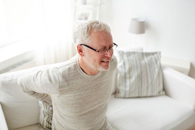 боль в спине и скованность движений при остеохондрозе