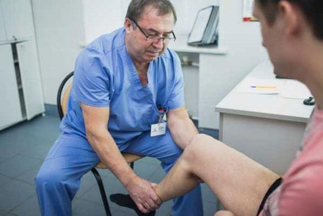 проведение диагностических тестов врачом артрологом