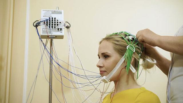 проведение реоэнцефалографии сосудов мозга
