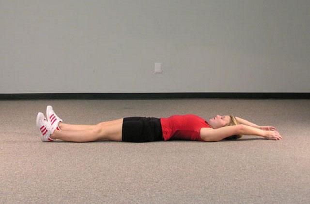 растягивание позвоночника лежа на спине