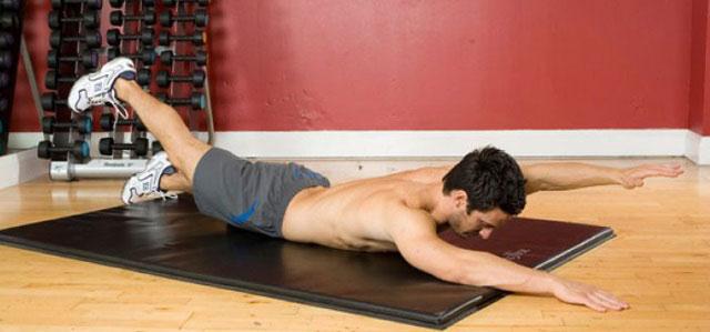 поднимание противоположных руки и ноги из положения лежа на животе