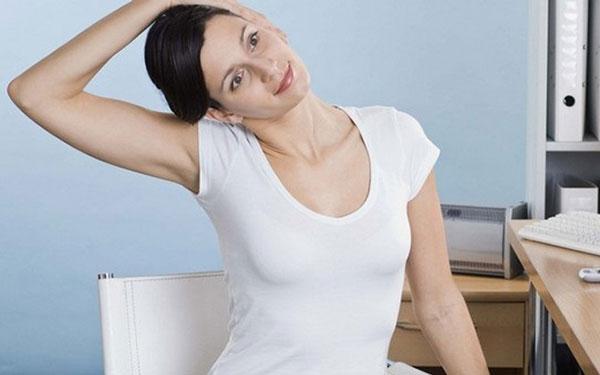 растягивающее упражнение для шеи