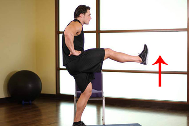упражнение с подъемом прямой ноги