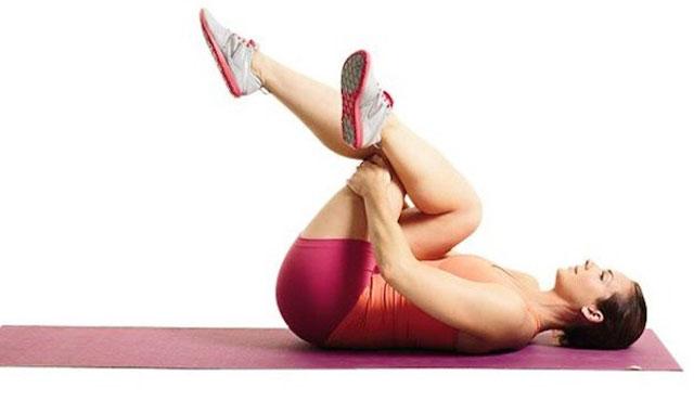 упражнение для разблокирования защемленного седалищного нерва